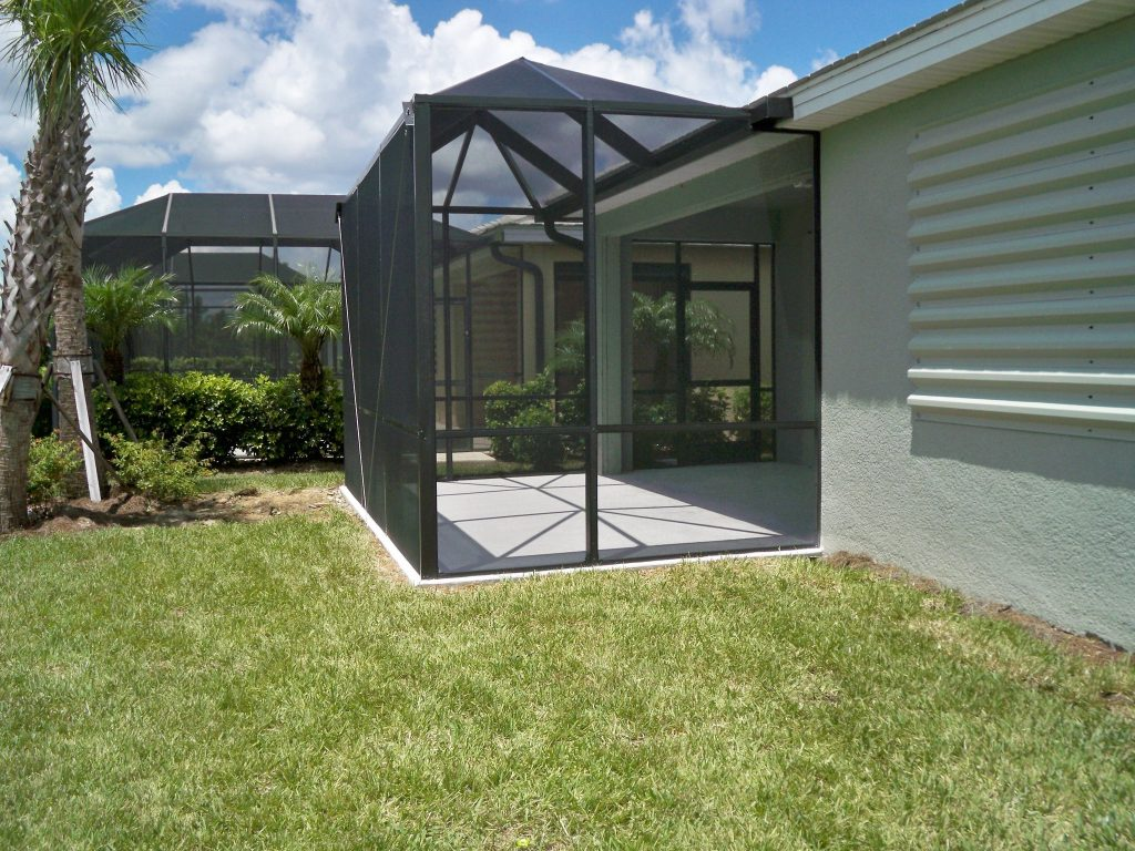 How to Pick the Right Screen for Your Pool Enclosure in Fort Myers, Florida?