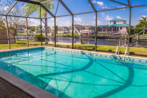 Read more about the article How to Determine the Perfect Pool Cage Design for Your Home?
